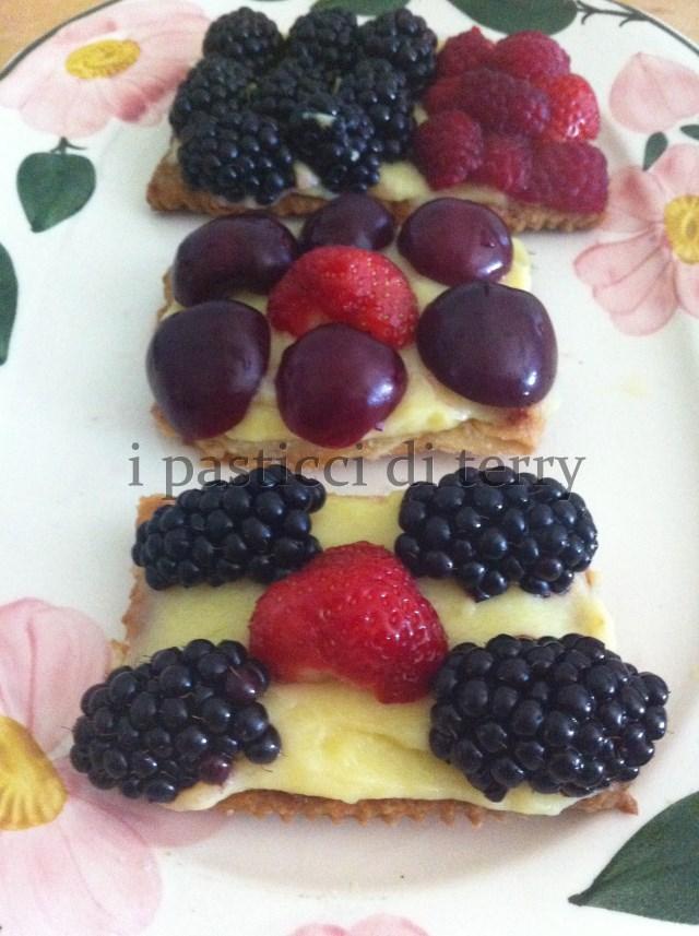 Sfoglia con crema e frutta 025