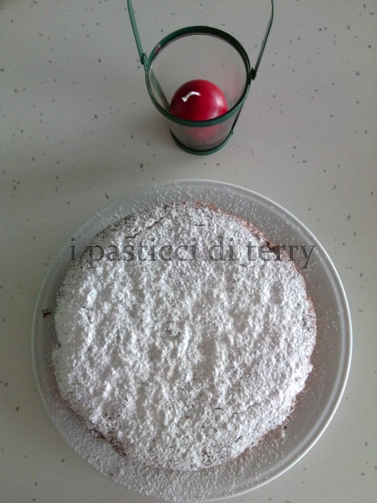 Torta cioccolato e frutta secca (6)