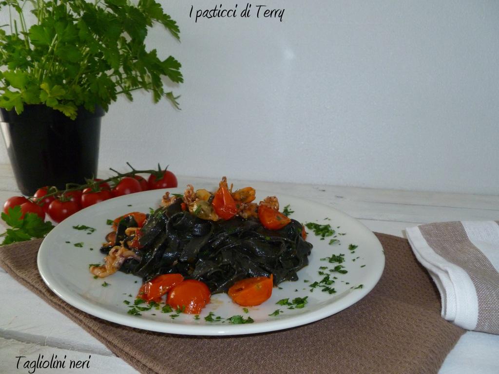 Tagliolini neri sapore di mare (11)