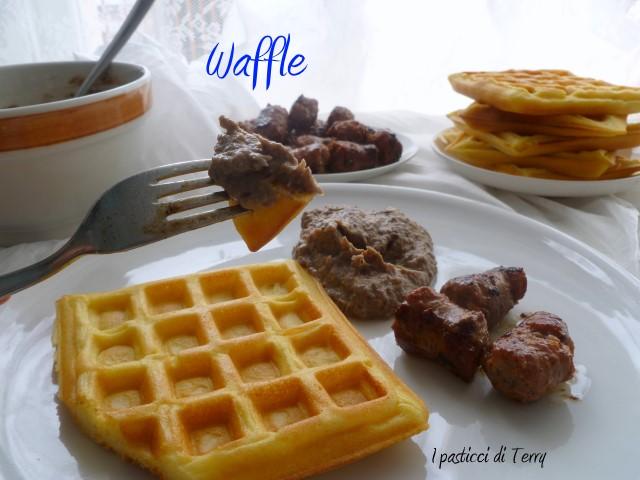 Waffle con crema di radicchio e salsiccia (11)