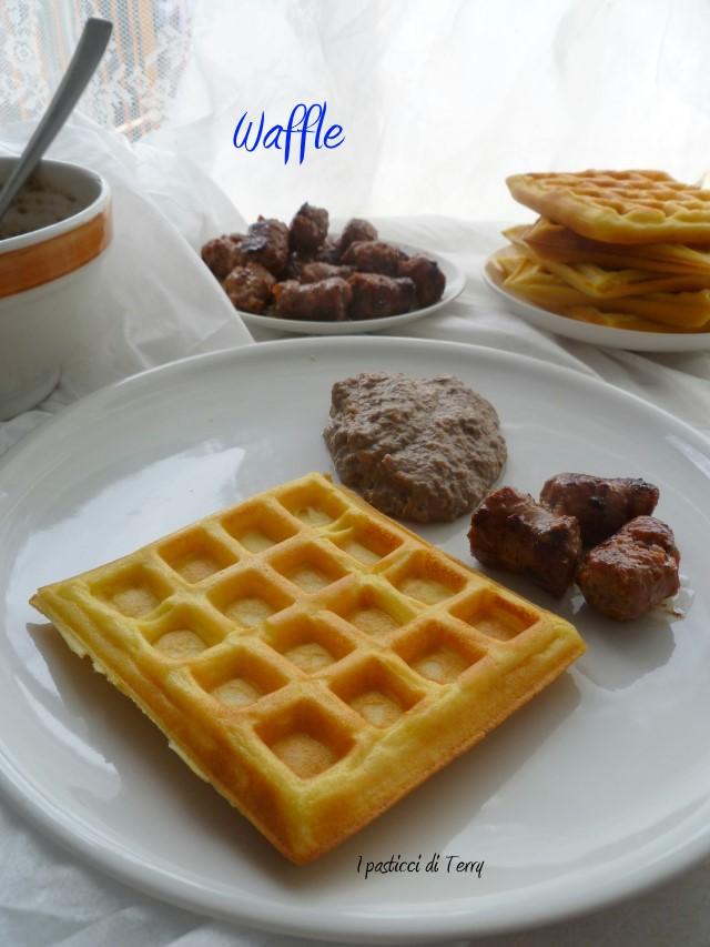 Waffle con crema di radicchio e salsiccia (7)