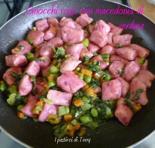 Gnocchi rossi con macedonia di verdure (7)