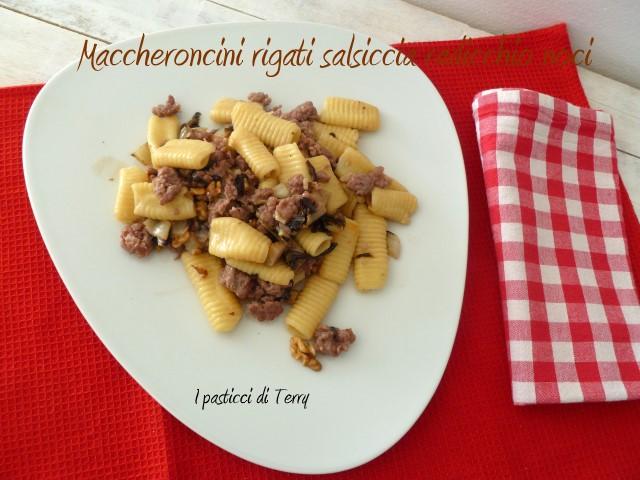 Maccheroni rigati salsiccia radicchio e noci (10)