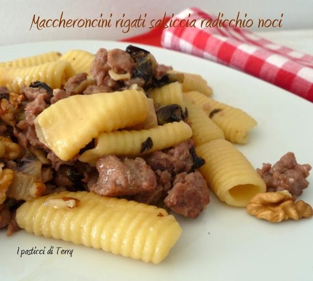 Maccheroni rigati salsiccia radicchio e noci (14)