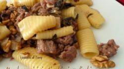 Maccheroni rigati salsiccia radicchio e noci (15)