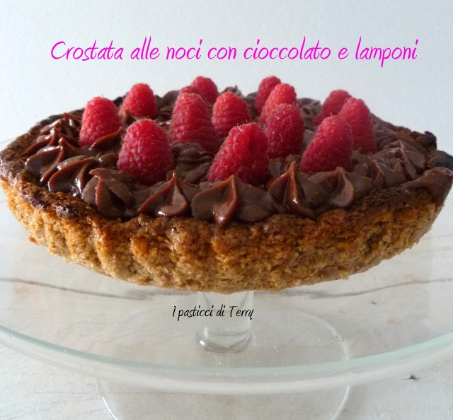 Crostata alle noci con cioccolato e lamponi (4)