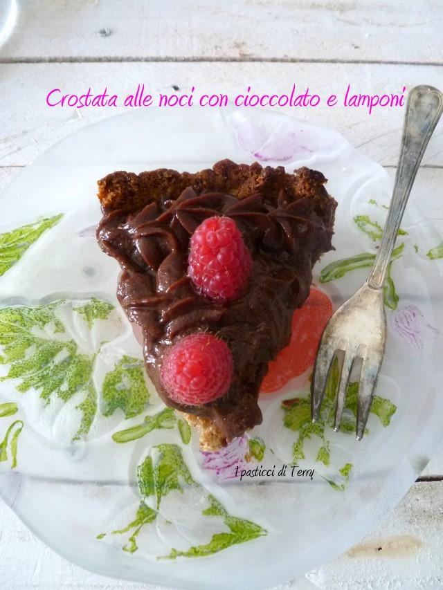 Crostata alle noci con cioccolato e lamponi (9)