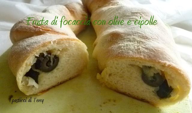 frusta-di-focaccia-con-olive-e-cipolle-11