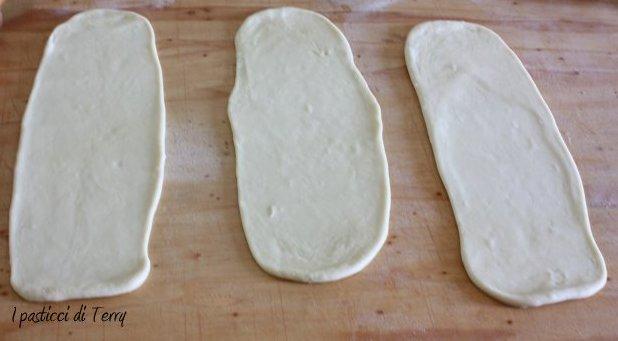pan-brioche-di-roselline-con-confettura-di-mirtilli-01