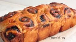 pan-brioche-di-roselline-con-confettura-di-mirtilli-9