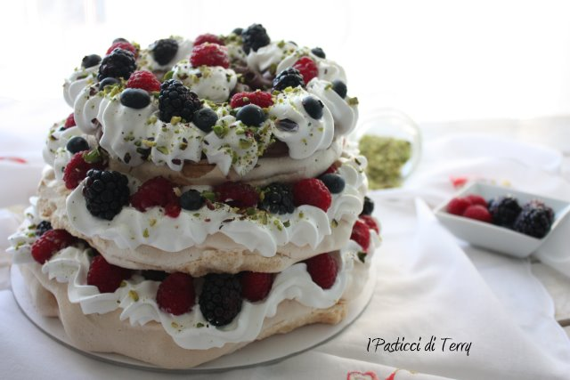 pavlova-naked-cake-11