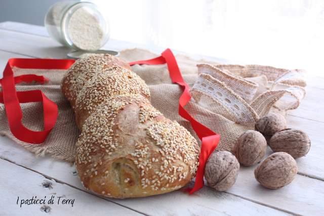 Torciglioni di pane con noci e semi di sesamo (16)