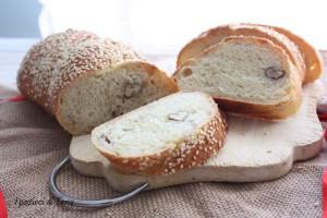 Torciglioni di pane con noci e semi di sesamo (20)
