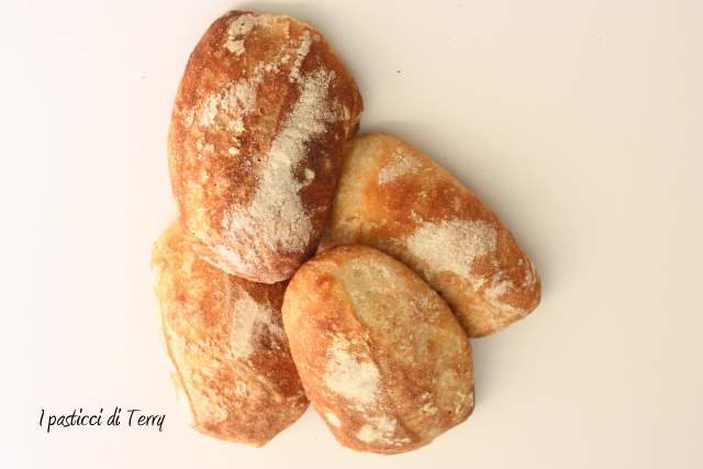 Torciglioni di pane con noci e semi di sesamo