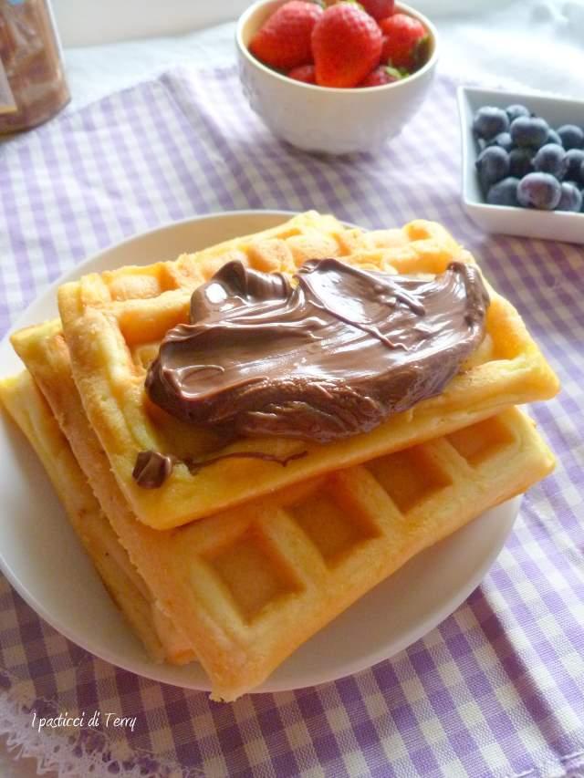 Waffle con crema di nocciole e frutta (2)
