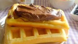 Waffle con crema di nocciole e frutta (3)