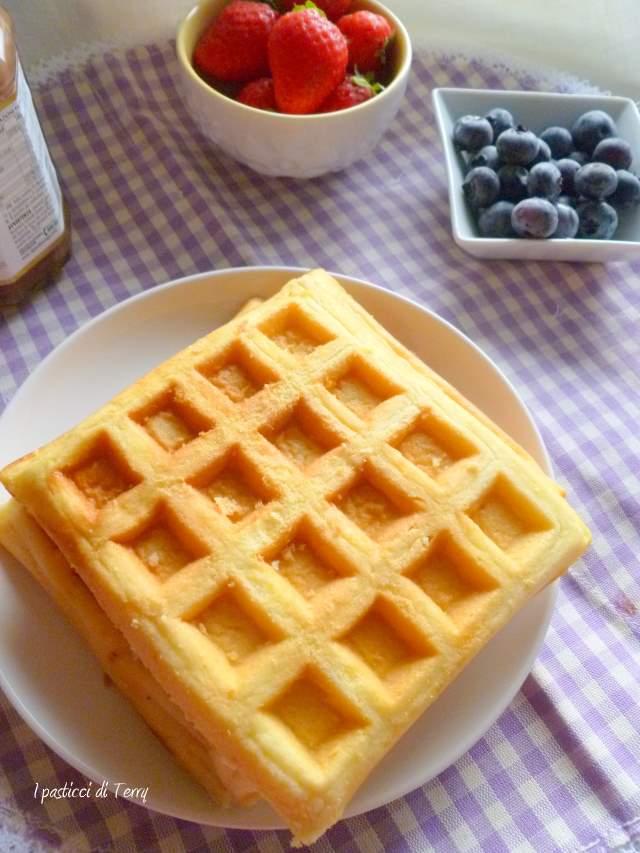 Waffle con crema di nocciole e frutta (5)
