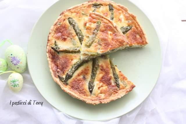 Quiche con asparagi fave e feta (13)