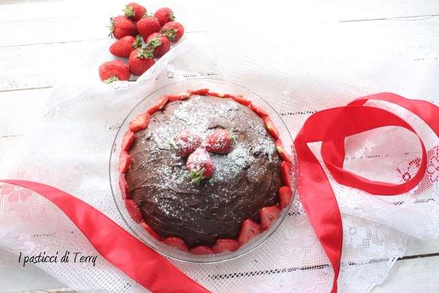 dolce con crema tiramisù e fragole (2)