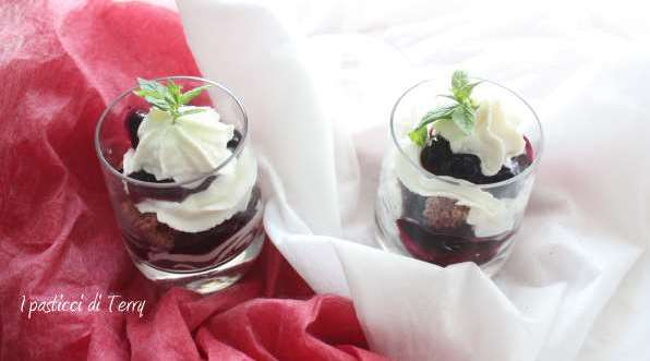 Trifle cheesecake con salsa ai mirtilli (3)