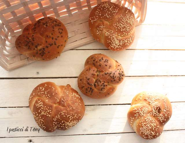 Nodi di pane con semi vari (10)