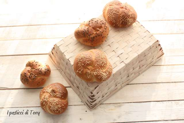 Nodi di pane con semi vari (9)