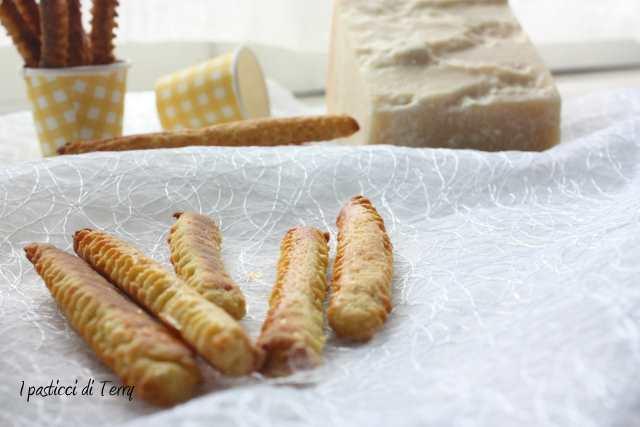 Bastoncini al formaggio (9)