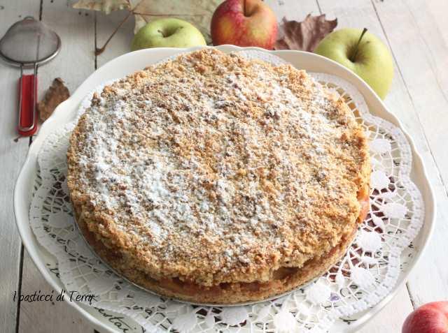 Torta Sbriciolata di semola e nocciole con mele caramellate (8)