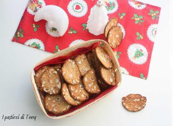 Cialde biscotto solo albumi con nocciole e mandorle (17)