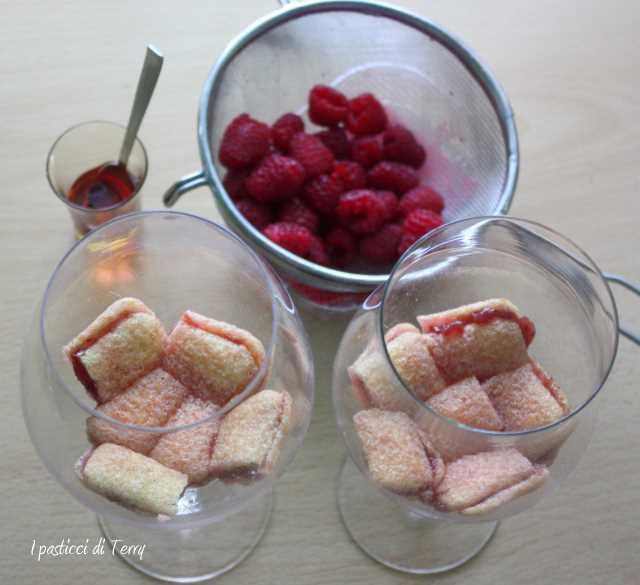 Delia's Christmas Trifle (3)