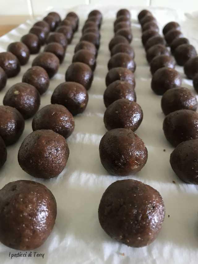 Tartufi al rum ricoperti al cioccolato (11)
