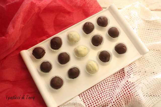 Tartufi al rum ricoperti al cioccolato (2)