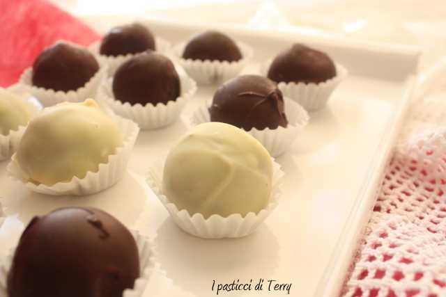 Tartufi al rum ricoperti al cioccolato (5)