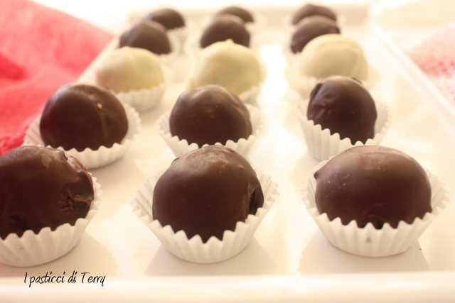 Tartufi al rum ricoperti al cioccolato (7)