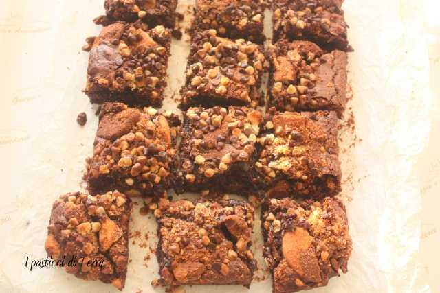 Brownies al cioccolato con biscotti (1)