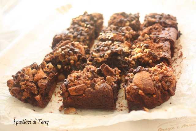 Brownies al cioccolato con biscotti (2)