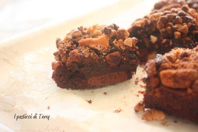 Brownies al cioccolato con biscotti (3)