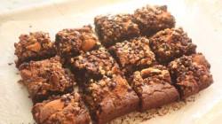 Brownies al cioccolato con biscotti (4)