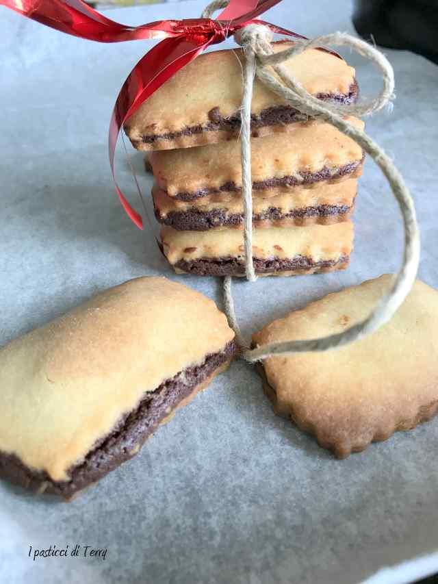 Biscotti con frolla e crema avanzata da Crostata cioccolato e lamponi