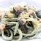 Spaghettoni quadrati con alghe in fiocchi